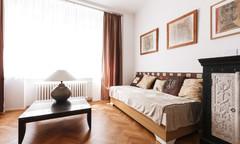 Pronájem zařízeného bytu 2+1 v centru Prahy
