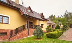 Prodej rodinného domu s bazénem, Nižbor
